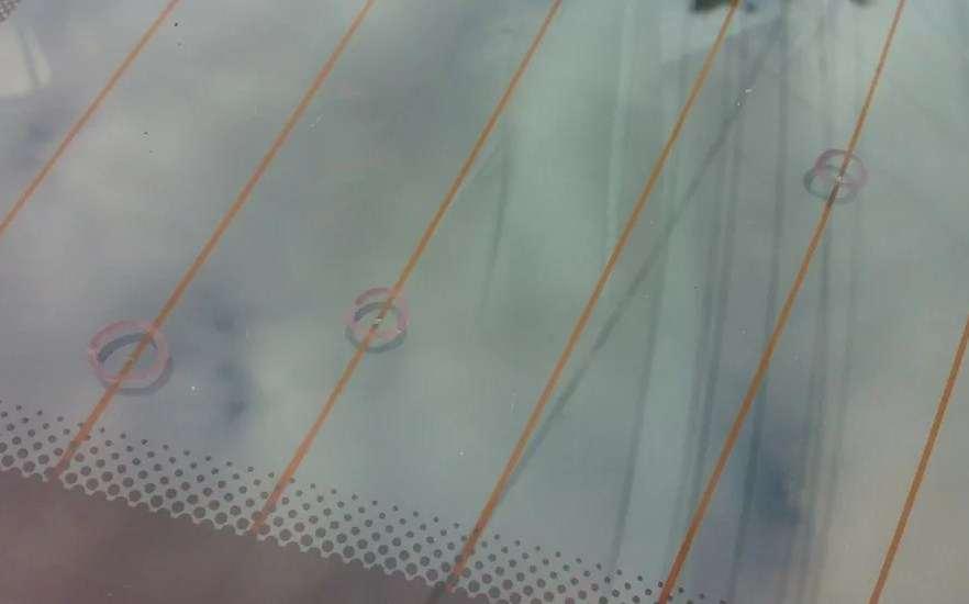повреждение нитей обогрева заднего стекла