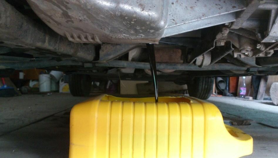 сливаем масло с двигателя степвэй