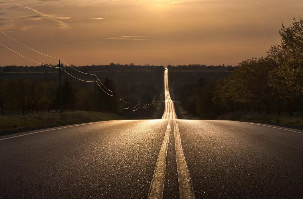 пустая загородная дорога