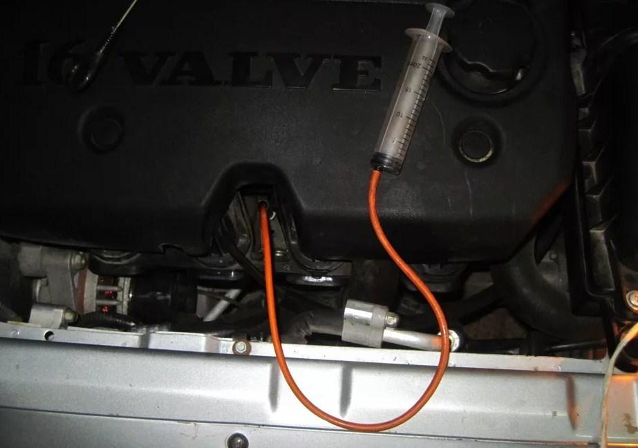 откачивание излишнего масла из двигателя