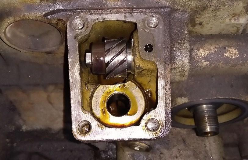 закатало шестерню привода масляного насоса УАЗ