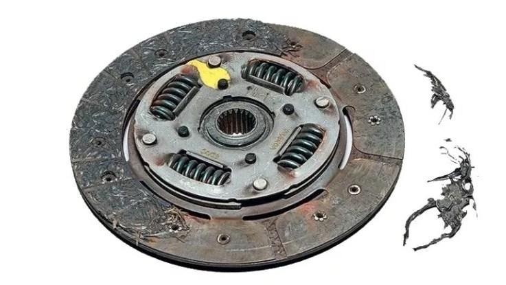 частично разрушился диск сцепления