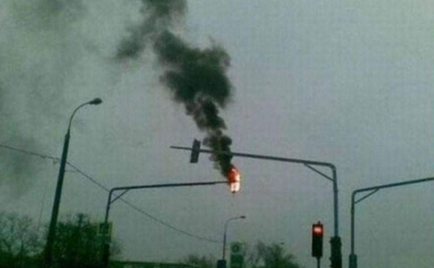 проезд на красный свет при такой неисправности светофора возможен?