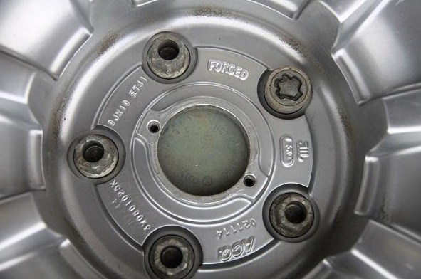 маркировка колесного диска на внутренней части