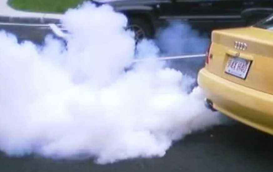 белый дым выхлопа - признак потери антифриза